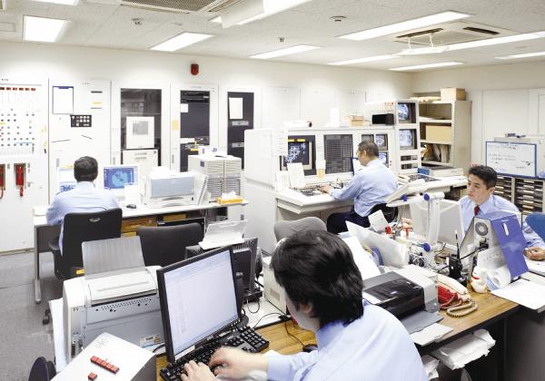 神戸ファッションマートは防災センターに常駐の警備員が監視